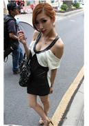 瑕疵品清货大减价~小尺码~低V露肩蕾丝花边拼接皮革包臀连身裙(白色)